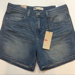 Levi denim shorts size 8/29 new with tags